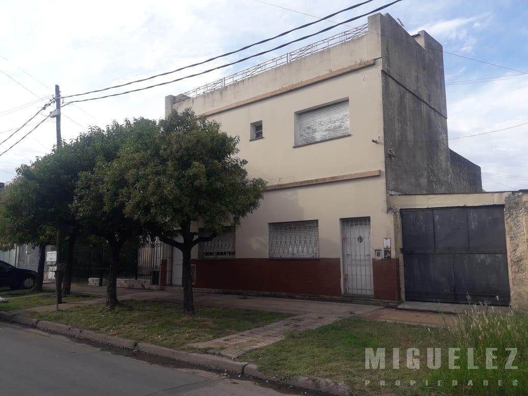 Foto Casa en Venta en  Lanús ,  G.B.A. Zona Sur  CASA VENTA LANUS ALZAGA 2280
