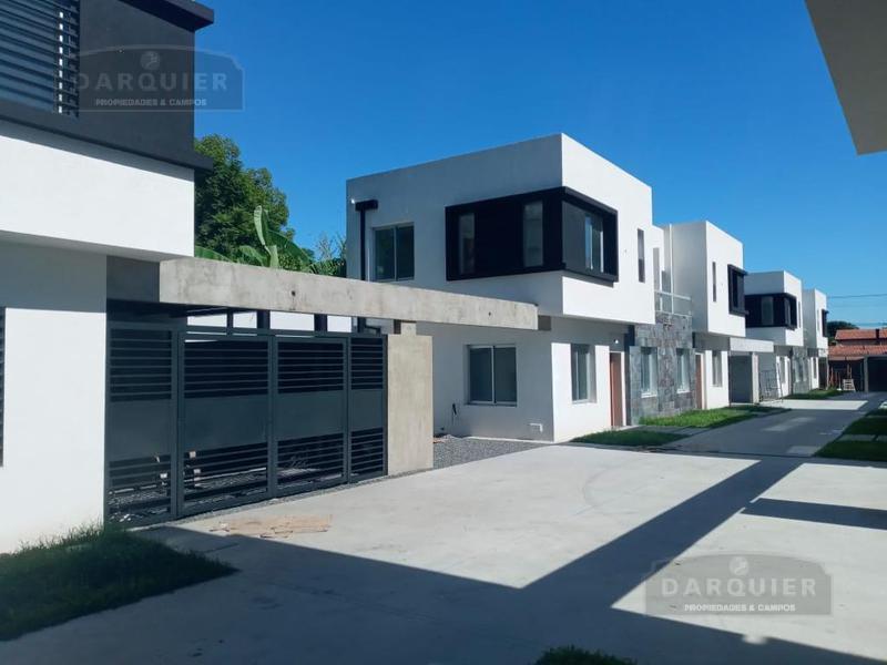 Foto Casa en Venta en  Adrogue,  Almirante Brown  J DE LA PEÑA 278