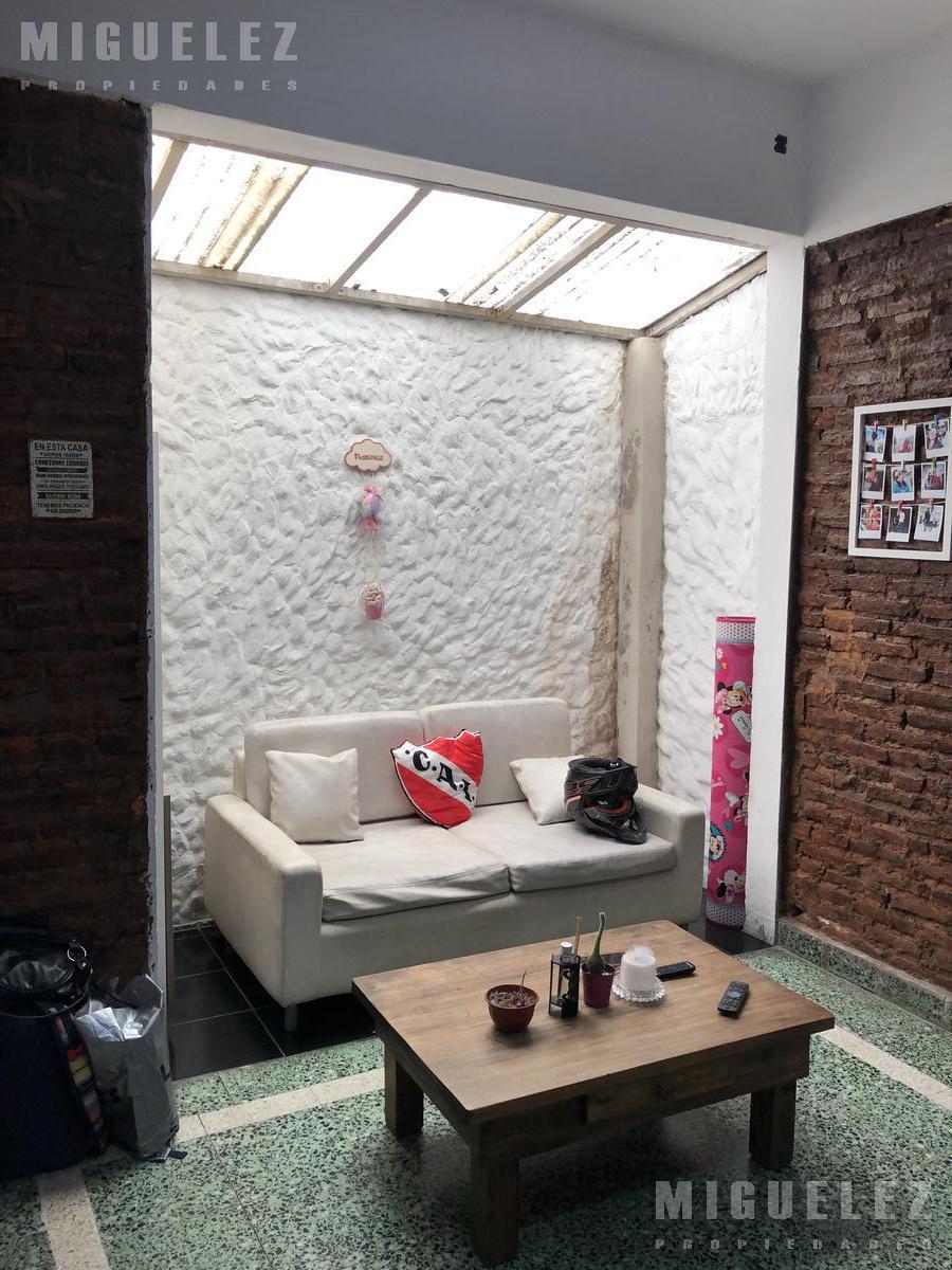 Foto Casa en Venta en  Lomas De Zamora ,  G.B.A. Zona Sur  MADRID 120, LOMAS DE ZAMORA