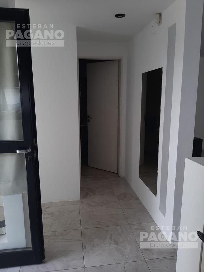 Foto Casa en Venta en  La Plata ,  G.B.A. Zona Sur  17 entre 75 y 76