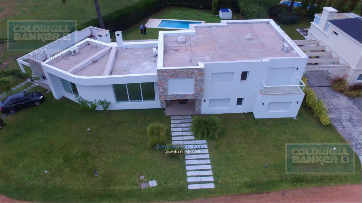 Foto Casa en Venta en  Playa Mansa,  Punta del Este  Casa de 5 dormitorios en Barrio privado Boulevard Park
