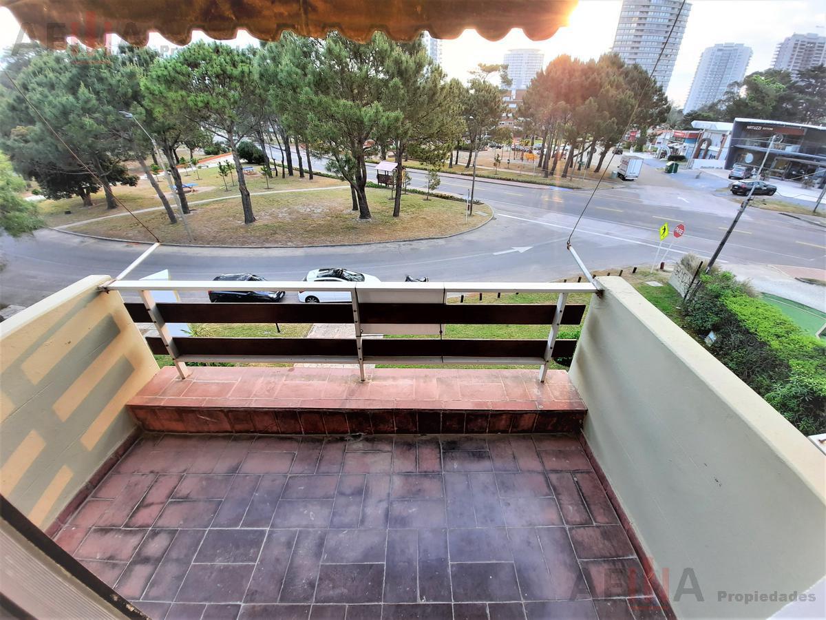 Foto Apartamento en Venta en  Aidy Grill,  Punta del Este  Plaza México - Edifico del Sol