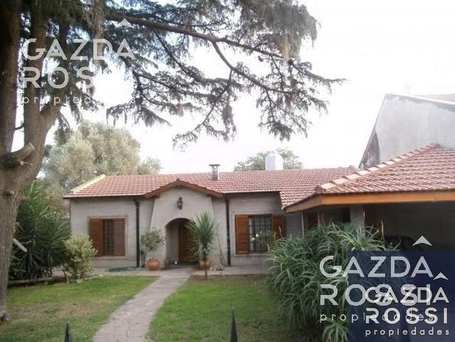 Foto Casa en Venta en  Luis Guillon,  Esteban Echeverria  Excelente propiedad en zona residencial  de Luis Guillon  APTA CREDITO