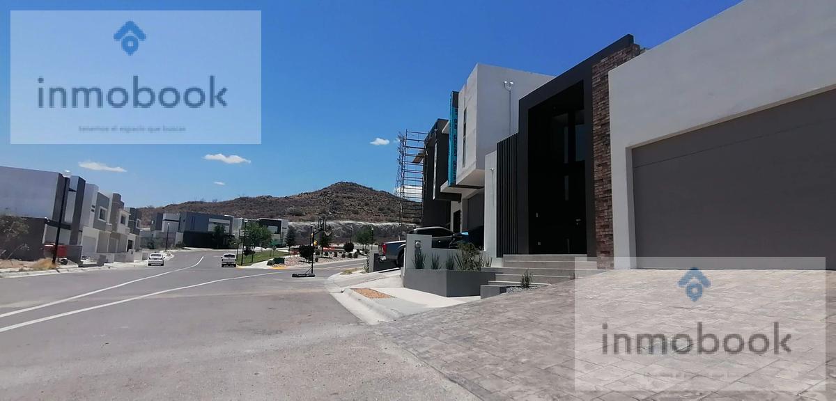 Foto Casa en Venta en  Fraccionamiento Las Canteras,  Chihuahua  Casa en Venta de Una Planta Canteras, Av Tomas Valles