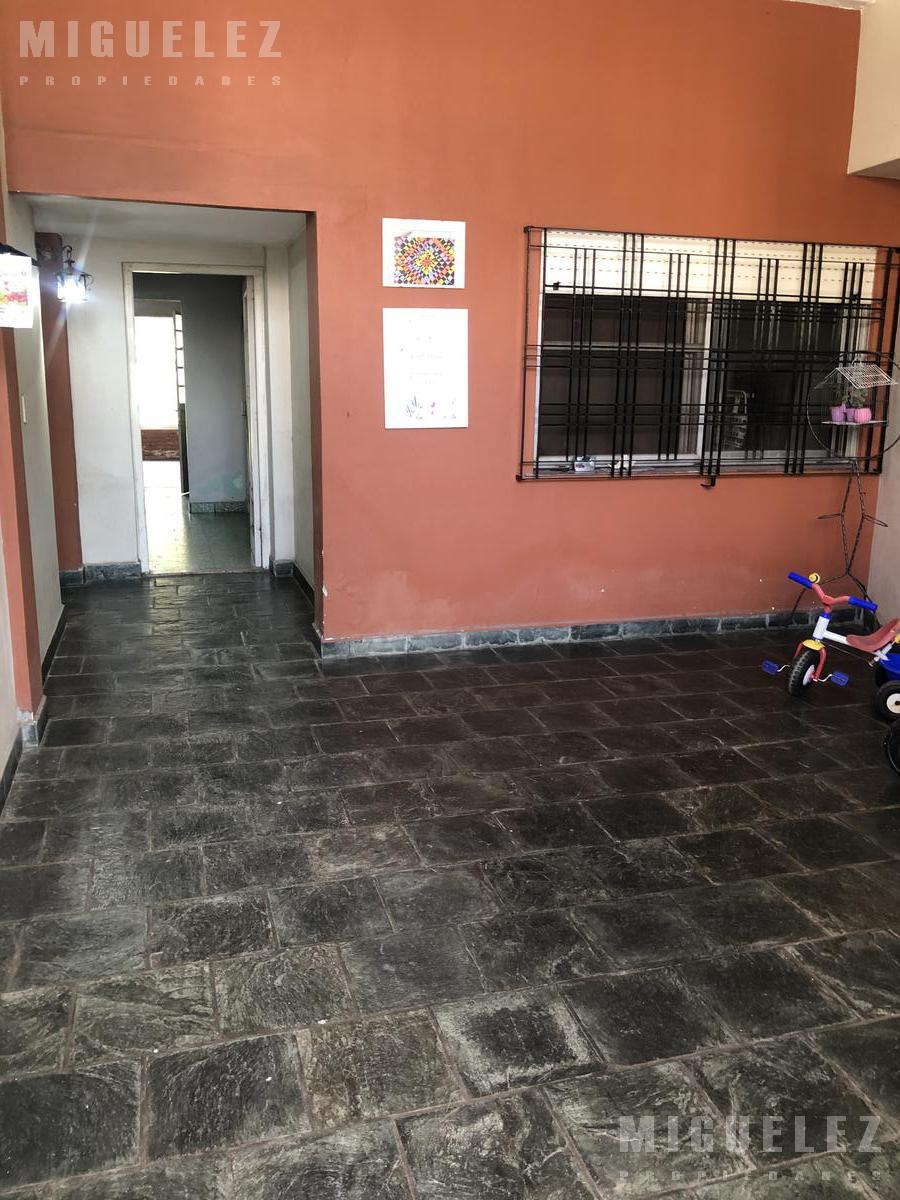 Foto PH en Venta en  Banfield,  Lomas De Zamora  CASTROBARROS 1089