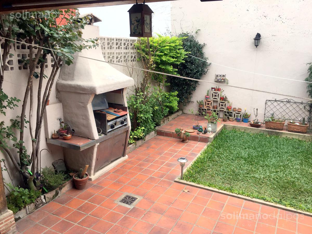 Foto Casa en Venta en  Olivos,  Vicente López  Entre Rios al 1600