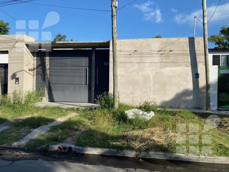 Foto Casa en Venta en  Manuel B Gonnet,  La Plata  Villa Castells