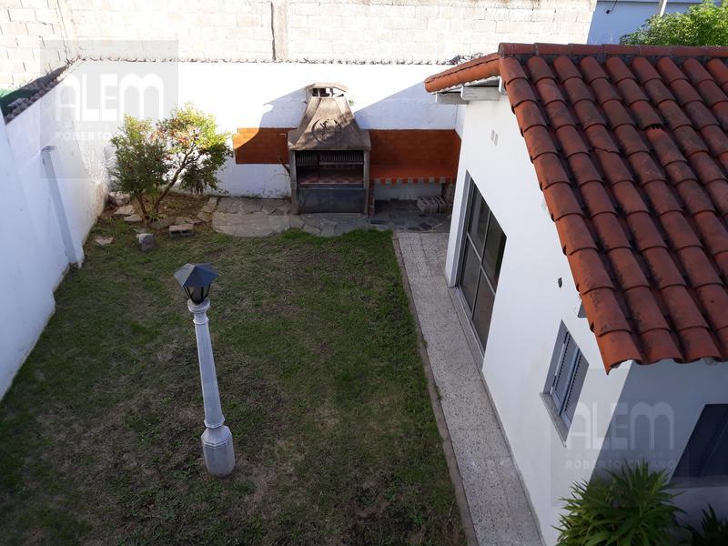 Foto Casa en Venta en  Lomas de Zamora Oeste,  Lomas De Zamora  Rivera al 300