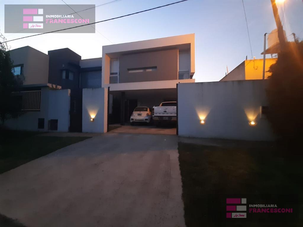 Foto Casa en Venta en  Manuel B Gonnet,  La Plata  500 3 y 4