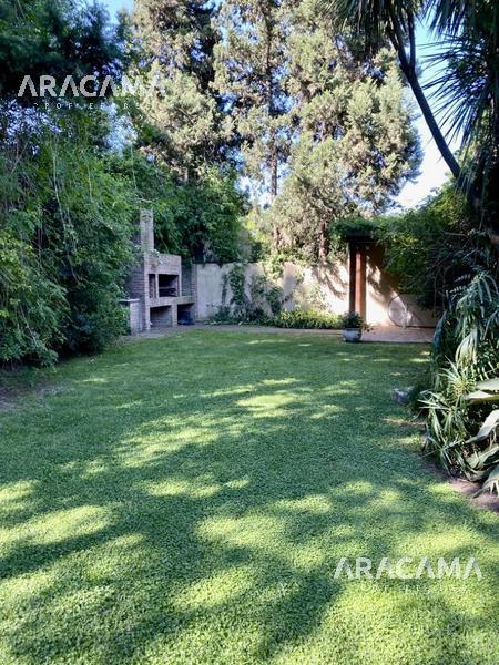 Foto Casa en Venta en  Monte Grande,  Esteban Echeverria  Arana al 300