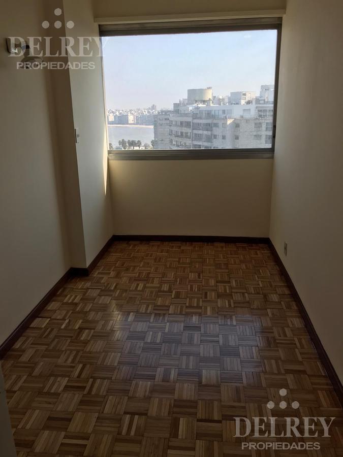 Foto Departamento en Alquiler en  Pocitos ,  Montevideo  Puertito del Buceo Piso alto