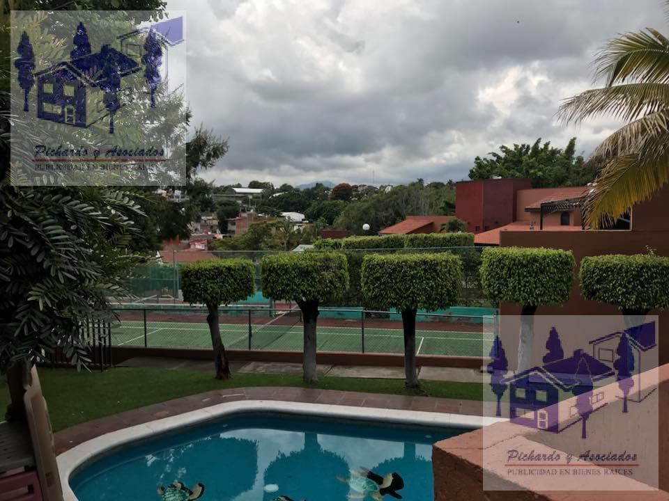 Foto Casa en Venta en  Fraccionamiento Bosques de Palmira,  Cuernavaca  Palmira