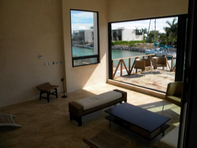 Foto Casa en Venta en  Puerto Cancún,  Cancún  Casa en Venta en Cancún, Puerto Cancún Los Canales de 5 recámaras con Muelle Frente a Canal