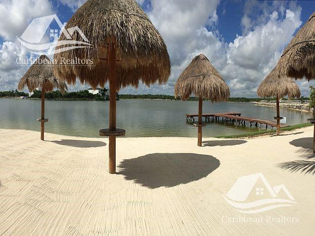 Foto Terreno en Venta en  Lagos del Sol,  Cancún  Terrenos en venta lagos del sol Cancun