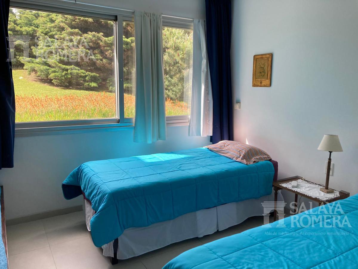 Foto Departamento en Venta | Alquiler temporario en  Playa Brava,  Punta del Este  Venta espectacular apartamento 3 dormitorios en suite con vista  al Mar