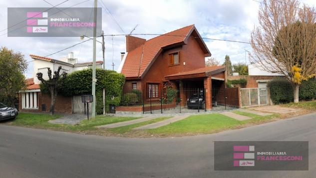 Foto Casa en Venta en  La Plata ,  G.B.A. Zona Sur  25 483 y 484
