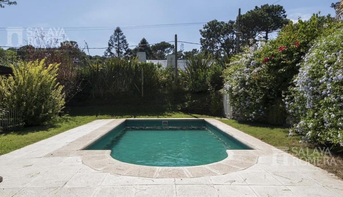 Foto Casa en Venta en  Playa Mansa,  Punta del Este  Venta y alquiler  Casa en Playa Mansa, 5 dormitorios, piscina