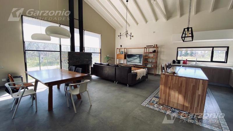 Foto Casa en Venta en  Trelew ,  Chubut  Moderna y cálida casa de calidad a metros del río y  a solo 15 minutos del centro de Trelew.
