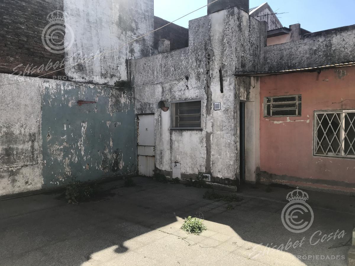 Foto Casa en Venta en  Gerli,  Avellaneda  Caxaraville 845