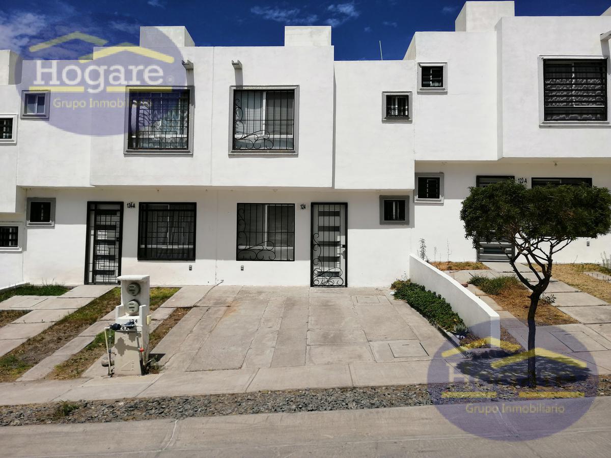 Casa en Renta 2 recamarás cada una con baño y closet Villas del Country León Gto. Zona norte