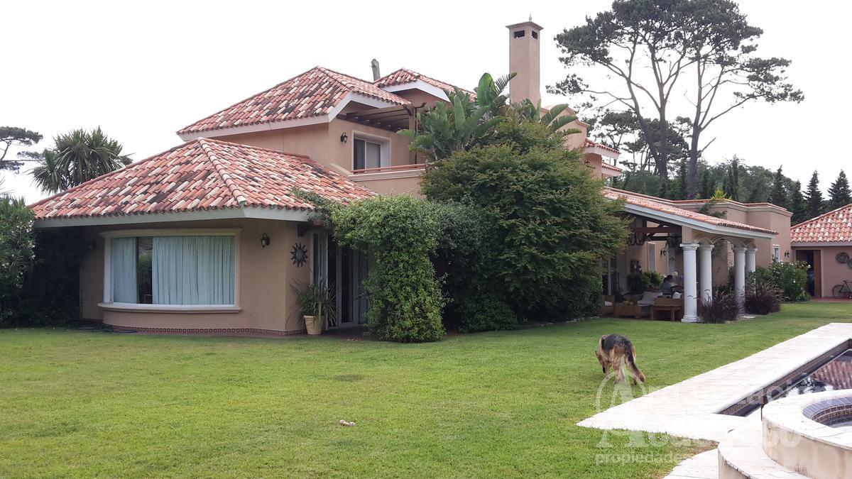 Foto Casa en Alquiler temporario en  Punta del Este ,  Maldonado  Beverly Hills buganvillias