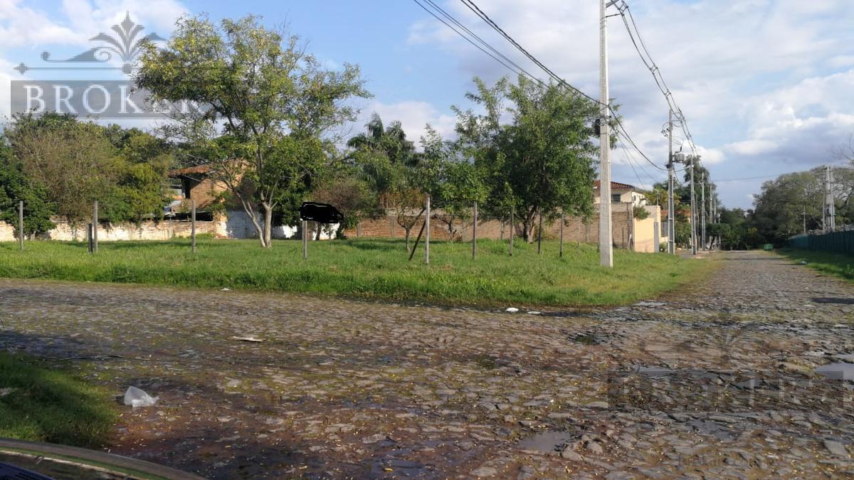 Foto Terreno en Venta en  Kennedy,  Lambaré  Vendo Terreno 980 m2 en esquina, Barrio Kennedy, Lambaré