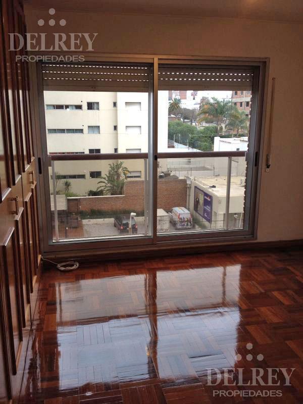 Foto Departamento en Alquiler en  Puerto Buceo ,  Montevideo  Rbla Armenia y Meligtón González Aprox