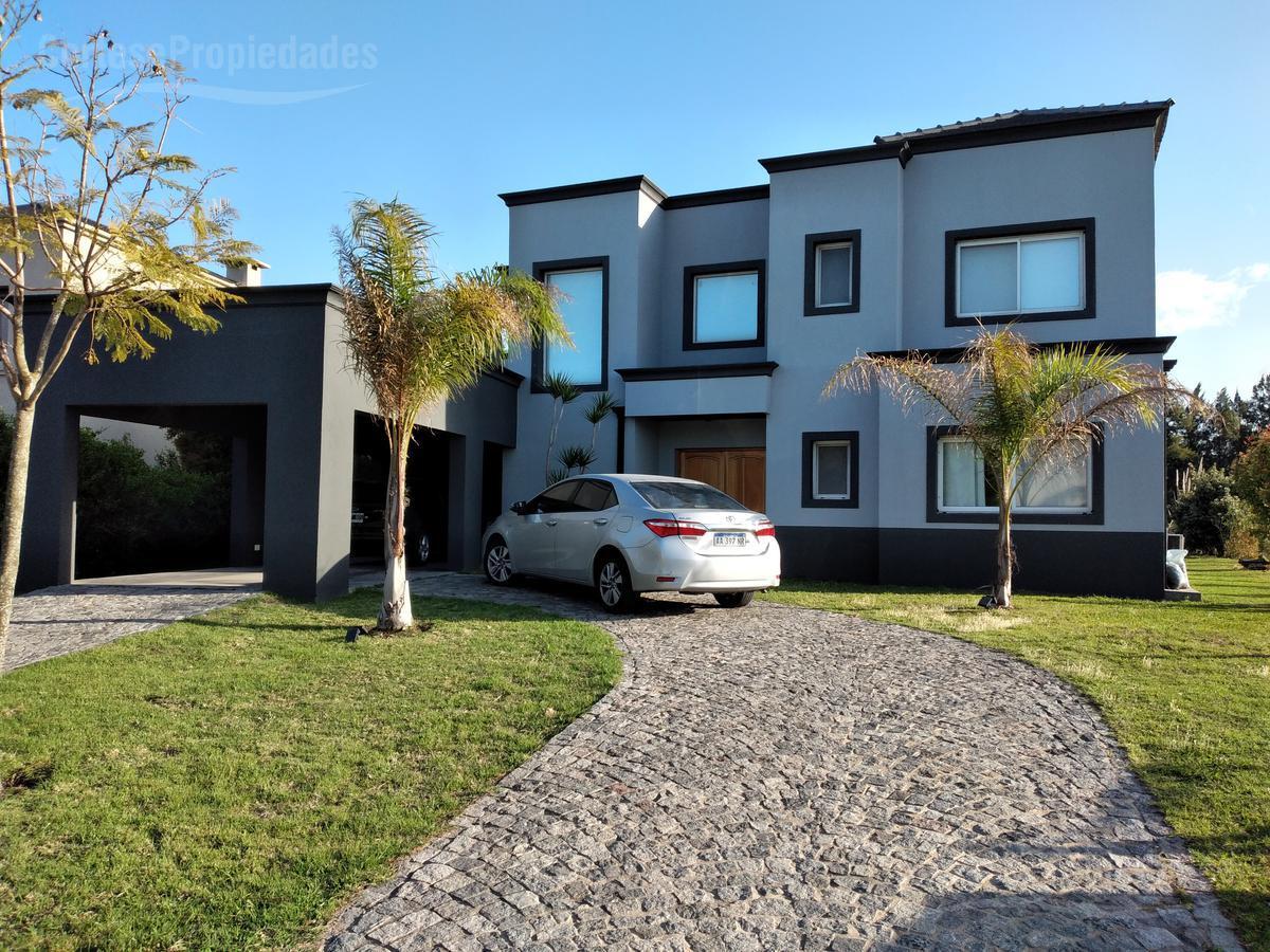 Foto Casa en Venta en  Santa Catalina,  Villanueva  Barrio Santa Catalina a la laguna!!