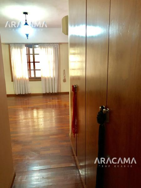 Foto Casa en Venta en  Monte Grande,  Esteban Echeverria  Independencia al 200