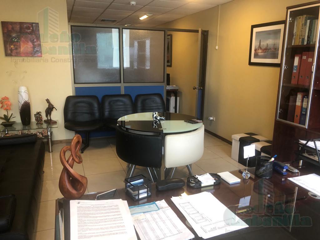 Foto Oficina en Venta en  Norte de Guayaquil,  Guayaquil  SE VENDE OFICINA  EN EDIFICIO TRADE BUILDING