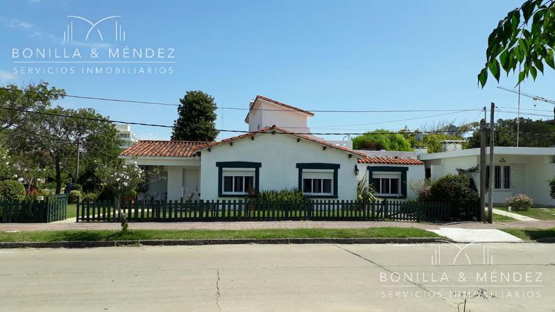 Foto Casa en Venta en  Beaulieu,  Piriápolis  Hector Barrios y Zufriategui  muy buena oportunidad