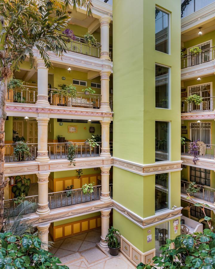 Encinal Hotel for Venta scene image 3
