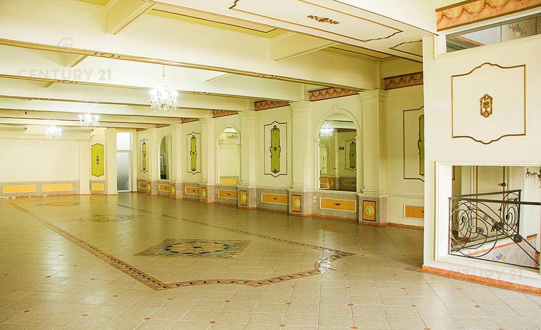 Encinal Hotel for Venta scene image 1