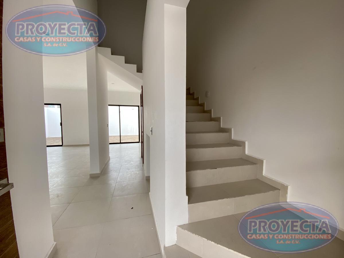 Foto Casa en Venta en  Lomas del Sahuatoba,  Durango  CASA CON AREAS MUY AMPLIAS EN FRAC PRIVADO CERCA DEL SAHUATOABA