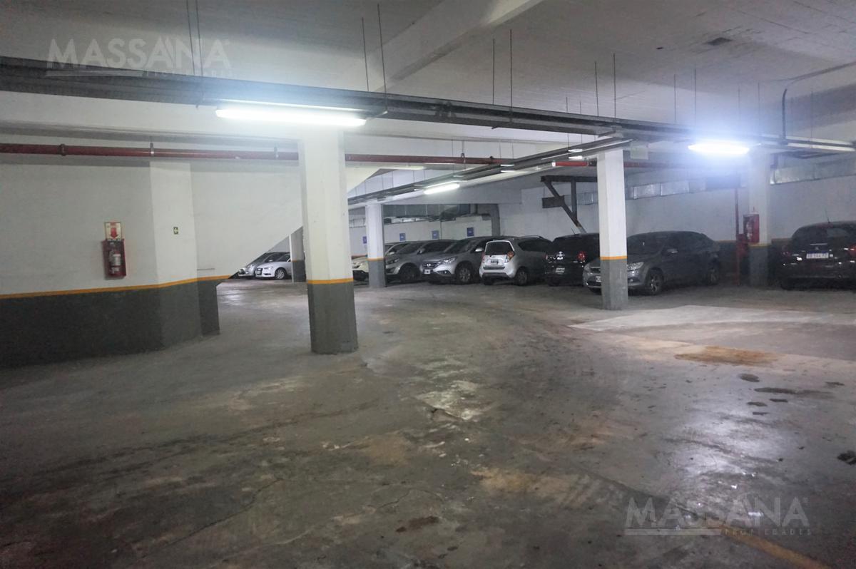 Foto Local en Alquiler en  Mart.-Libert./Rio,  Martinez  Av. Del Libertador al 13800