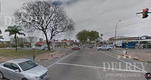 Foto Terreno en Venta en  Malvín ,  Montevideo  Av Italia y Hipolito Irigoyen