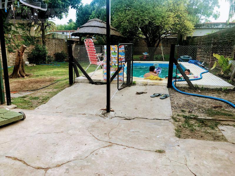 Foto Casa en Venta en  Ituzaingó ,  G.B.A. Zona Oeste  Colombia al 2200