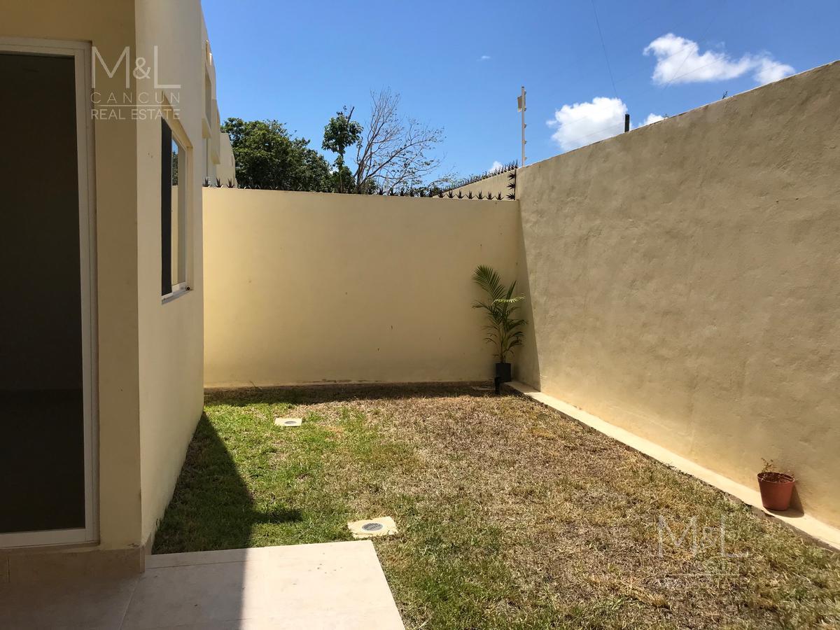 Foto Casa en condominio en Venta en  Colegios,  Cancún  Casa en Venta en Cancún, Real de Colegios,  de 3 recámaras y estudio