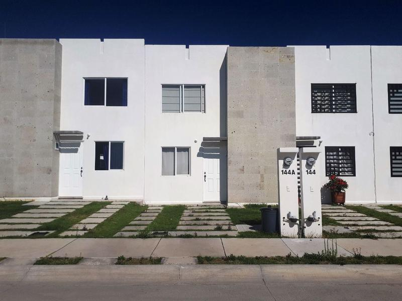 Casa en renta 2 recamarás Fracc Cordillera León Gto. Zona norte fracc con Alberca