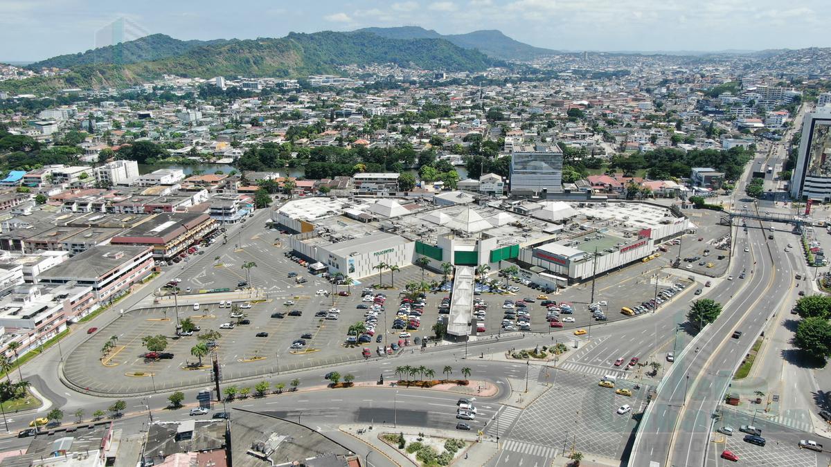 Foto Local Comercial en Venta |  en  Norte de Guayaquil,  Guayaquil  VENTA DE LOCAL EN CENTRO COMERCIAL