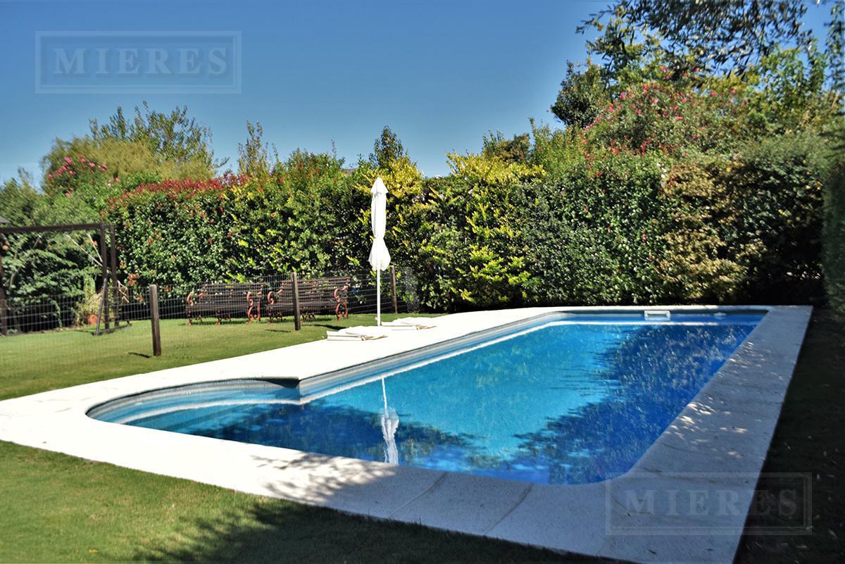 Mieres Propiedades - Casa de 304 mts en Santa Maria de los Olivos