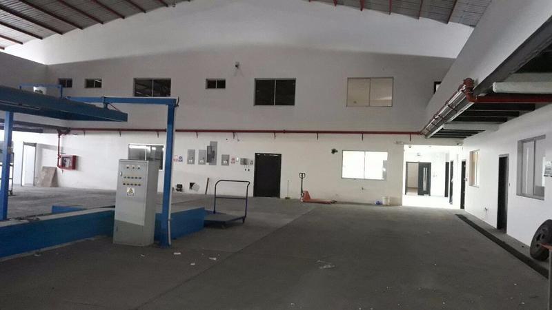 Foto Edificio Comercial en Alquiler en  Norte de Durán,  Durán  ALQUILO GALPÓN CON OFICINAS AL PIE DEL CARRETERO DURÁN YAGUACHI