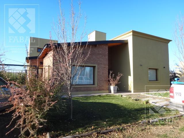 Foto Casa en Venta en  Valentina Norte Rural,  Capital  Chivilcoy 8575 - Barrio Privado Altos de Valentina