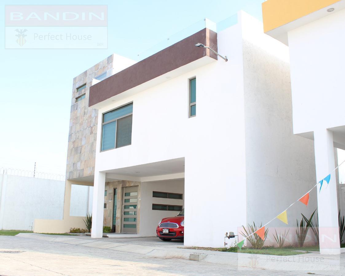 Foto Casa en condominio en Venta en  Lázaro Cárdenas,  Metepec  Av. Estado de México No. 3400, C.P. al 52100