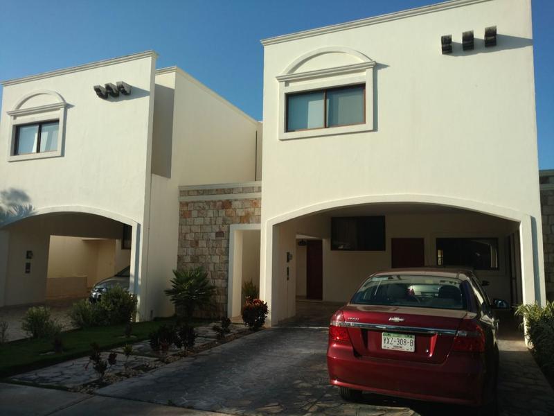 Foto Casa en Venta en  Pueblo Temozon Norte,  Mérida  Se Vende Casa con piscina en Las Fincas sobre la Av. Principal