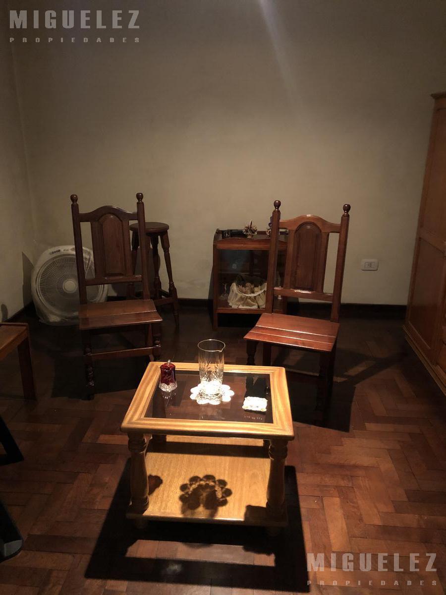 Foto Casa en Venta en  Banfield,  Lomas De Zamora  CASA EN VENTA BANFIELD, GRANADEROS 1835