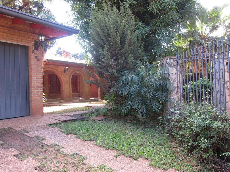 Foto Casa en Venta en  Vista Alegre,  San Roque  Vendo  residencia de 6 dormitorios de 550 m2. BO. VISTA ALEGRE