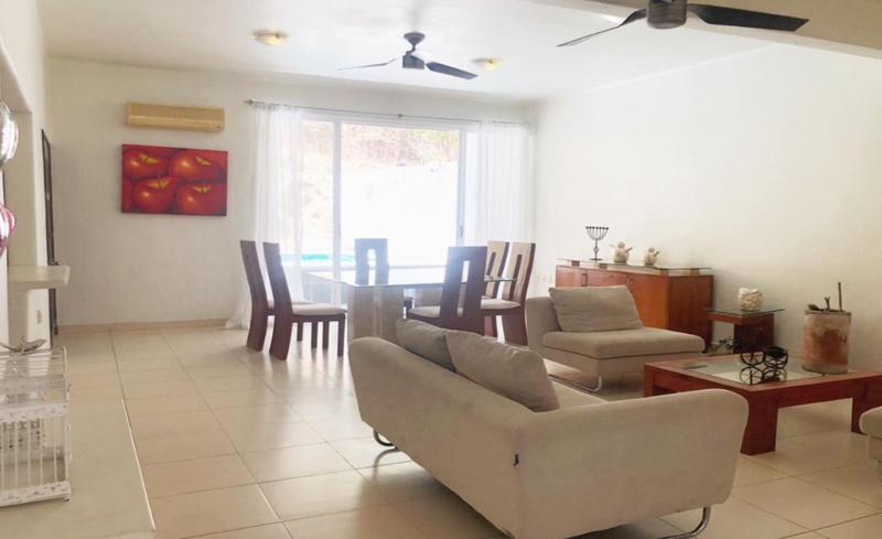 Foto Casa en Venta en  Ampliacion Sector J,  Santa María Huatulco  Casa en venta en Santa Cruz Huatulco