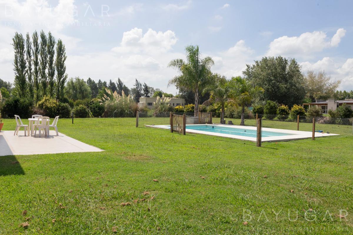 Foto Casa en Venta en  Santa Irene,  Countries/B.Cerrado (Lujan)  Gran propiedad en venta en Santa Irene (permuta por propiedad en Villa del Parque)-Bayugar Negocios Inmobiliarios