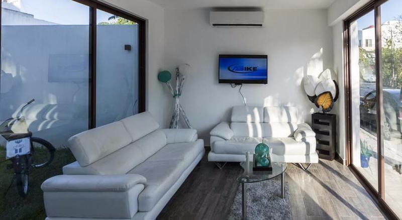 Playa del Carmen Commercial Building for Sale scene image 6